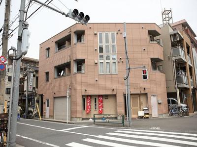 京急本線「梅屋敷駅」徒歩10分の駅近マンションです。