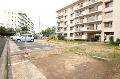 【駐車場】神陵台厚生年金住宅4号棟