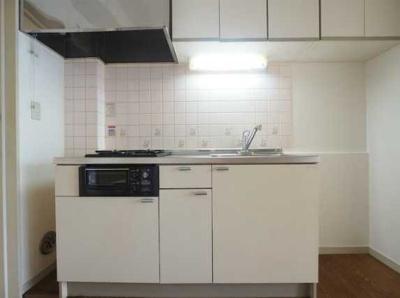 【キッチン】ドミール大興Ⅰ バストイレ別 収納豊富 2口コンロシステムキッチン