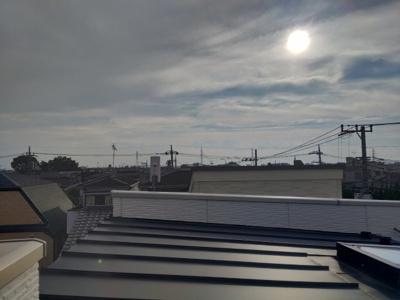 江戸川区を一望できます。ルーフバルコニーからの眺めはとても気持ちいいです。