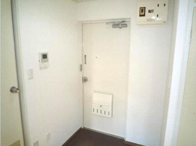 【玄関】セゾン石塚 収納2ヶ所 室内洗濯機置場 洋室7帖