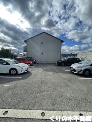 敷地内広々駐車場あり。