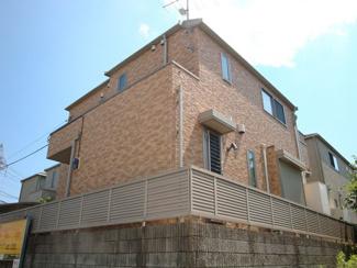 いつまでも色褪せず住む毎に親しみ深くなるデザインの家。