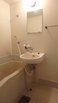 落ち着いた空間のお風呂です(同物件別部屋の写真)