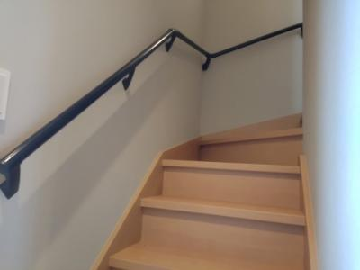 階段に手すりもついてお子様からご年配の方も安心です。