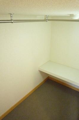 造り付ベッドの下は大容量の収納スペース