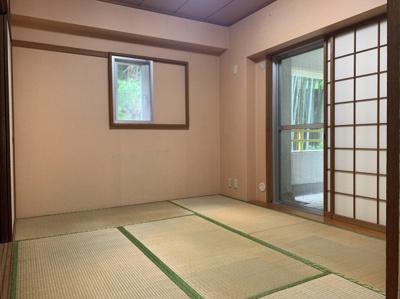 和室ならではの温かな和の空間で寛ぎの時間を過ごせます。