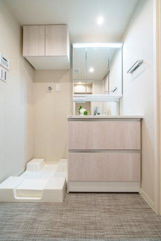 収納も兼ね備えた洗面台も新規交換です