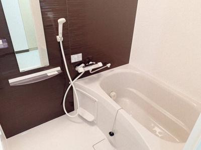 ゆったり過ごせるきれいなお風呂です。ユニットバス交換済みです。