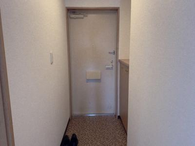 玄関です。シューズボックスもあるスタンダードな玄関です。