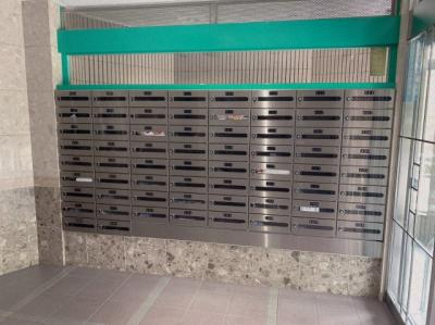 郵便受けもマンション敷地内にあります。