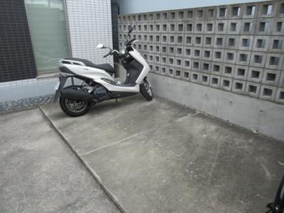 バイク置き場、空きはご確認下さい
