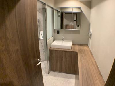 ※リノベーション施工イメージ画像(洗面室) 実際の間取りとは異なりますが、ほぼ同じ広さのフルリノベーション施工例です。