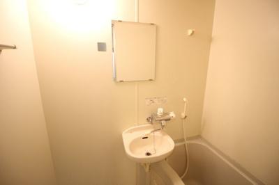 浴室内に洗面台があります★