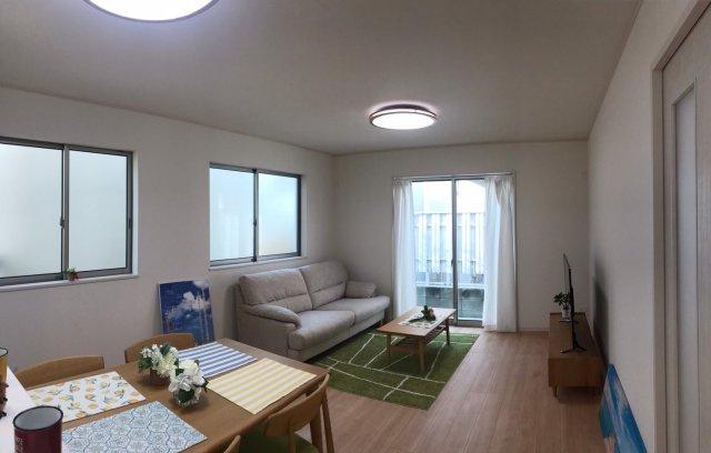 団欒のひと時を明るく演出する南向きの大きな窓があるリビングダイニングは明るい日差しが降り注ぎ、ゆとりあふれる室内空間が心地よい暮らしを実現します。