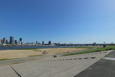 休日は徒歩1分の淀川河川敷でレクレーションを楽しんでください。