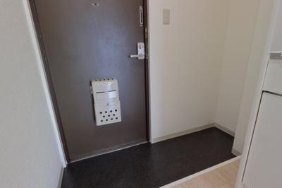 玄関を入るとキッチンがあります。
