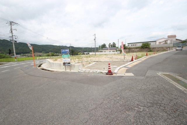 【前面道路含む現地写真】東広島市西条町下三永池田