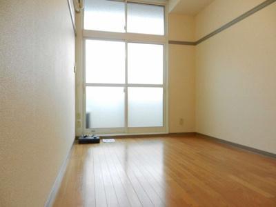 明るく開放感のあるお部屋