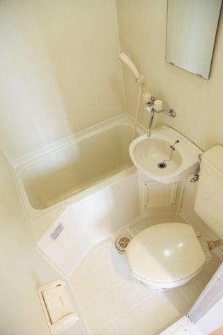 バスタブ付きのユニットバストイレです