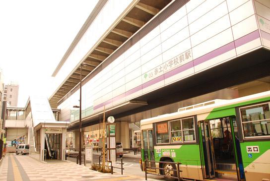 駅前にはバス停もあります。