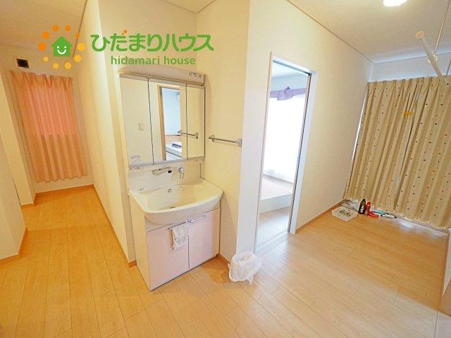 2階にも洗面化粧台があります。
