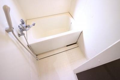 【浴室】アーバン堂の前