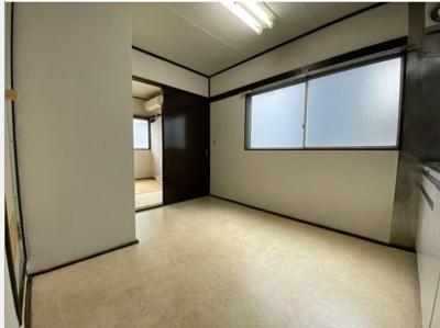 こちらの写真は3帖のキッチンのお部屋になります。