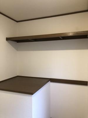 2階に2畳ほどの多目的スペース。収納、子供の遊び場、テレワークなどなどご自由にお使いいただけます。