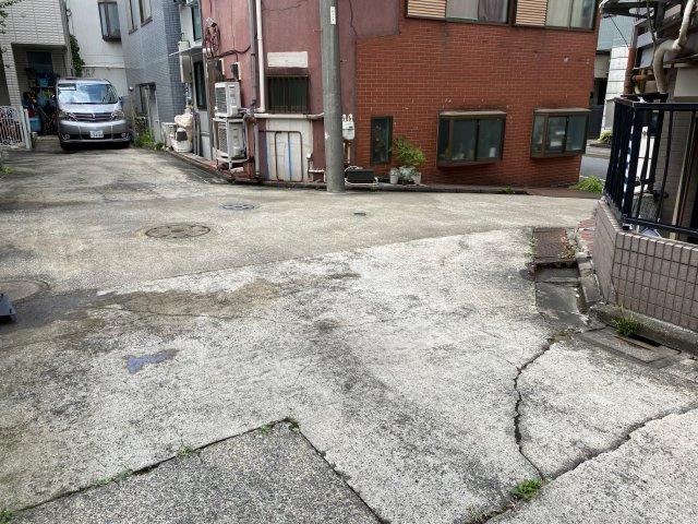 こちらも前面道路写真です!突き当りになっている為、お住まいになっている方しか入ってこない安心の道です。