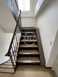天野ビル 階段