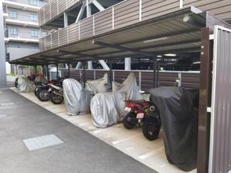 バイク置場です。 区間数18台ございます。