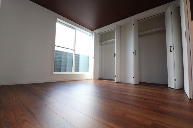 約9.5帖の主寝室 収納豊富です