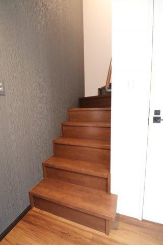 ゆったりとした階段も木のぬくもりが感じられます