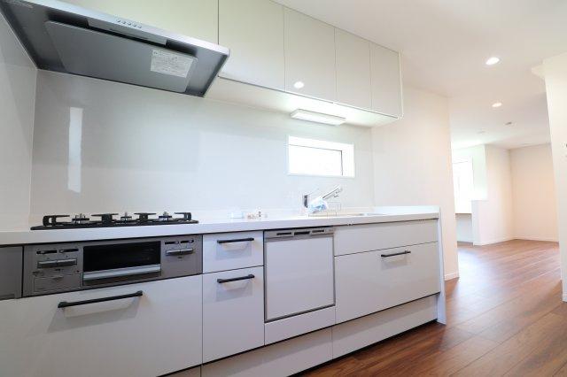 食洗器付きの広々キッチン
