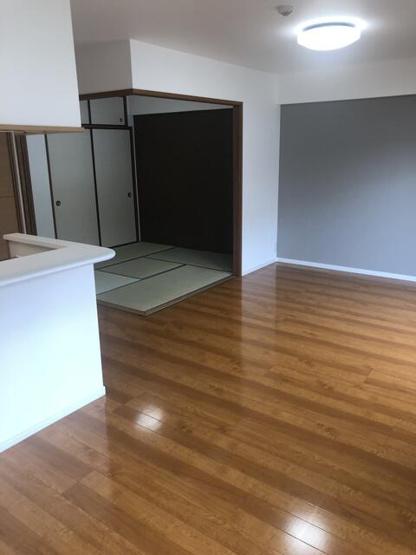 LDKは隣りの和室とつなげて広く使ってもOK。 ライフスタイルに合わせて自由に使えます