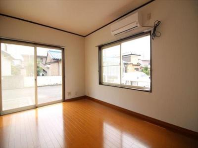 南側6帖洋室は2面に窓あり!