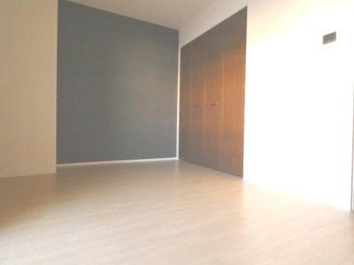「洋室8.7帖のお部屋です」