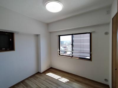 洋室:全室クロス貼り替えていて大変美麗です。
