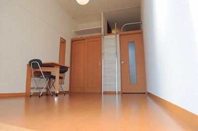 ロフトが有り、収納も抜群!お部屋を広々使えます。