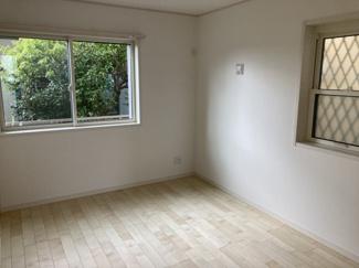 1階:6.0帖*納戸 玄関を入ってすぐのお部屋です。多目的スペースやワーキングスペースとしても使用できそうです。