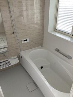 1階:浴室(Takara standard) 耐震システムバス(震度6強相当にも負けない強度)採用。 冬場も寒くない、保温材標準装備。