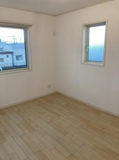2階:洋室 全居室6帖以上、収納あり