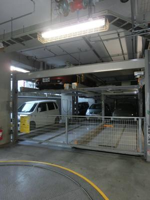 敷地内に駐車場あります。
