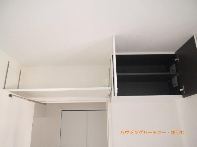 上部に収納スペースがあります。