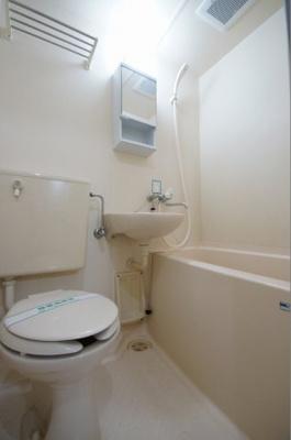 バストイレ同室です。お掃除が1度に済みます。
