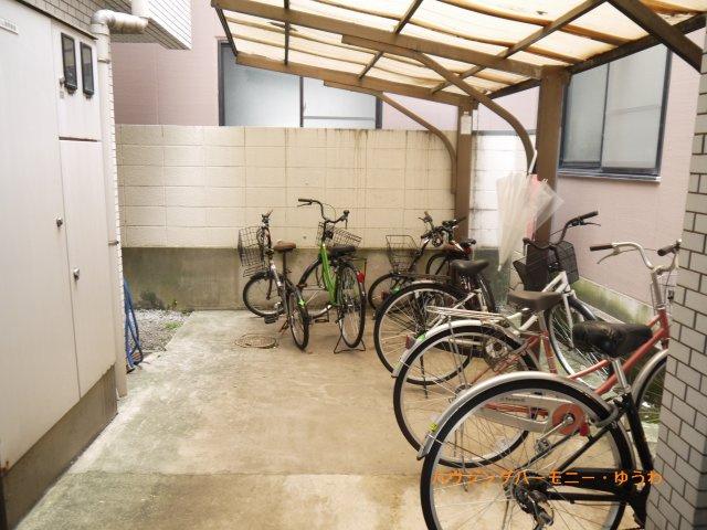 建物内に駐輪場があります。