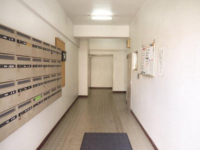 一階に集合ポストがあり、郵便物受け取りも便利。