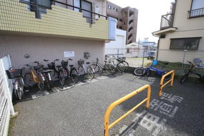 敷地内に駐輪場あります。