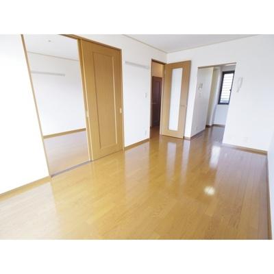【居間・リビング】スクエアガーデンKAMAKURA C棟